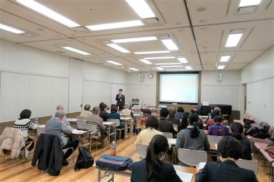 豊中市の蛍池公民館でハッピータイムケアが「介護施設を選ぶ際のポイント」でセンター長の安藤が講師を務めさせて頂きました。