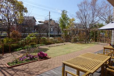 南向きの日当たりのよい中庭です。