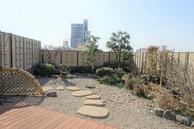 屋上庭園です。春には桜が咲きお花見出来ます。