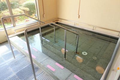 8階の大浴場です。庭園を眺められます。