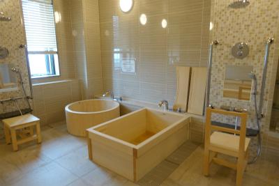 4階のお風呂です。木の香りに癒されます。