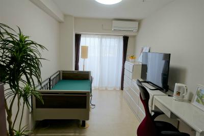 お部屋は明るく清潔で洗面台やトイレ付です。