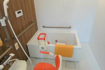 1階にある個浴です。スタッフさんのサービスを受けながらご入浴来ます。