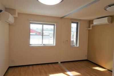 2人部屋です。38㎡以上あり、寝室とリビングに分けられます。
