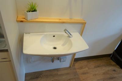 お部屋の洗面台は車いすで利用しやすくなっています。
