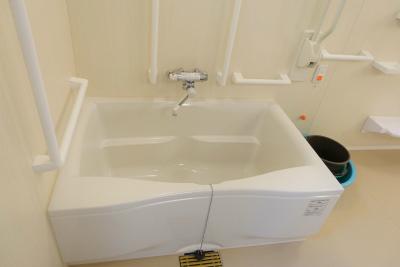館内のお風呂です。スッタフさんのサポートを受けながらご入浴出来ます。