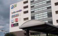 駅前にはDEW阪急山田があります。