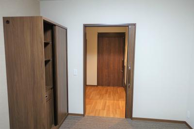 お部屋の収納が豊富です。寝室にも収納があります。