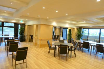 2階の食堂です。奥にはファミリールームがあります。