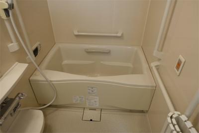 お部屋にはお風呂屋洗面台、トイレが付いています。
