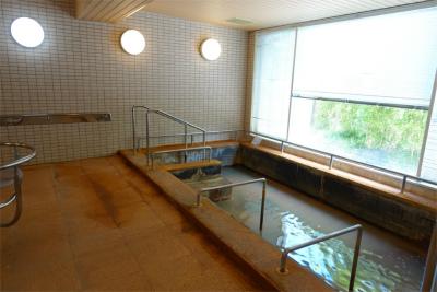天然温泉の大浴場があります。神経痛や関節痛、疲労回復などに効果があります。