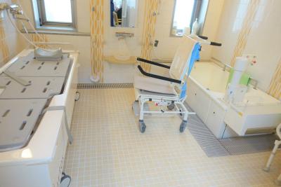 個浴やリフト浴、ストレッチャー浴槽もあり、お身体に不安のある方も安心です。