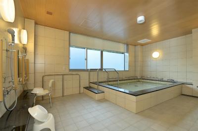 6階には広々とした明るい一般浴室があります。男女に分かれており、ゆったりと過ごせます。