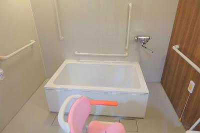 一般浴室ではスタッフさんの介助を受けながらご入浴出来ます。