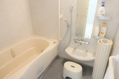 お部屋にはお風呂も付いています。