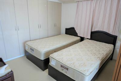 2人部屋もあり、収納も豊富にあります。