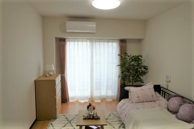 お部屋にはエアコンや洗面台、トイレ、収納、ナースコールが付いています。